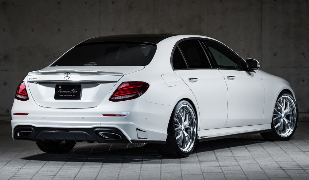 Mercedes Benz E200 AVANTGARDE PrussianBlueゼウス エアロドレスアップ新車 Rear