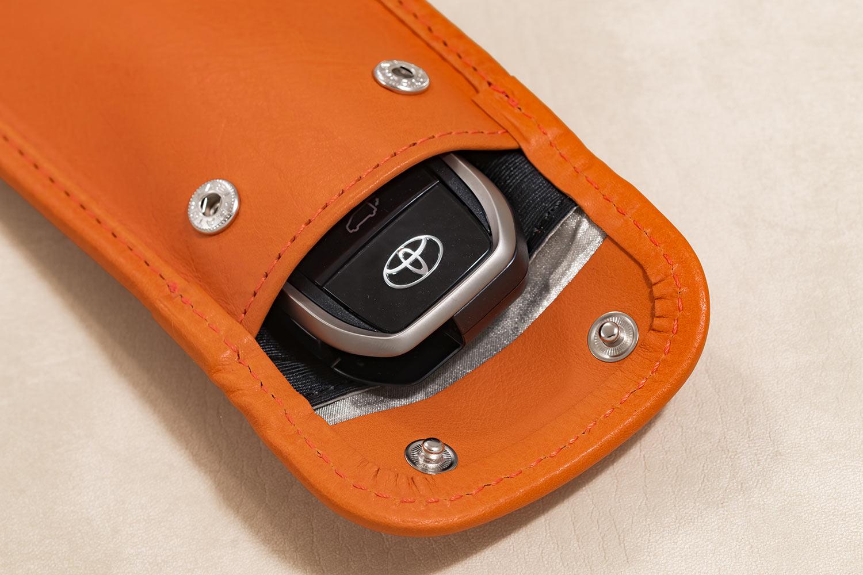 スマートキーを使用する場合は、手前のポケットへ収納