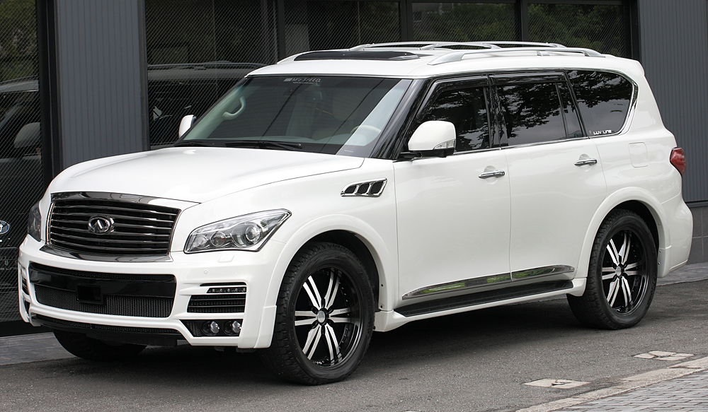 <strong>INFINITI QX56</strong>